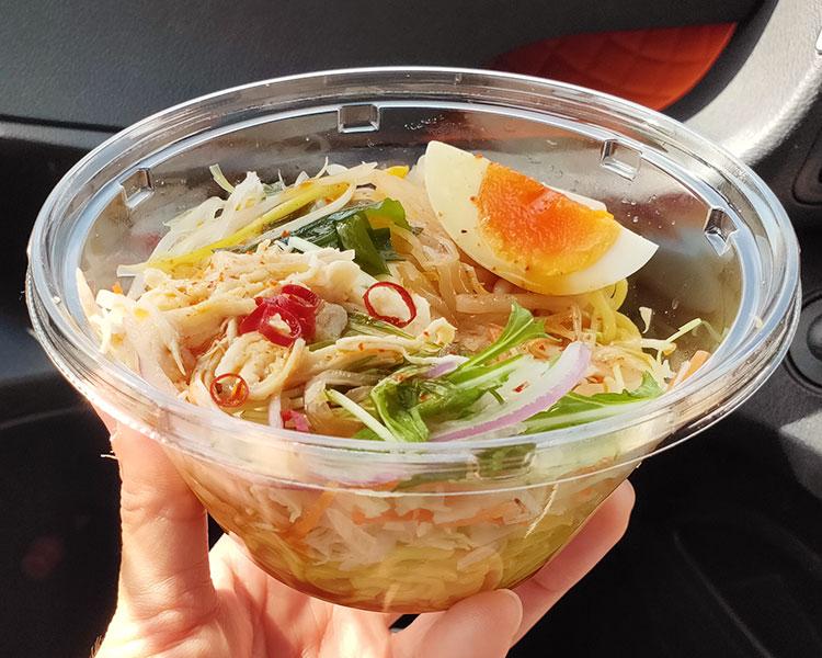 セブンイレブン「野菜と食べる ピリ辛ラーメンサラダ(321円)」