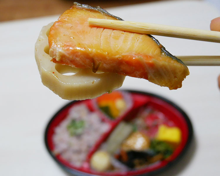 ローソン「雑穀ごはんとおかずまんさい弁当(530円)」