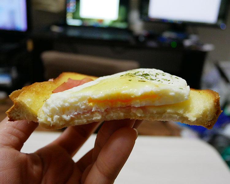ファミリーマート「ハム&目玉焼き風トースト(198円)」