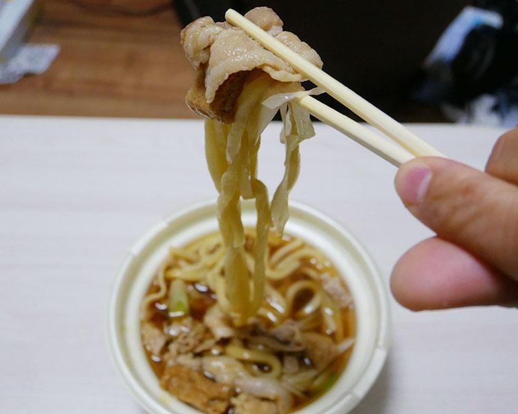 セブンイレブン「肉大盛!豚肉うどん(529円)」
