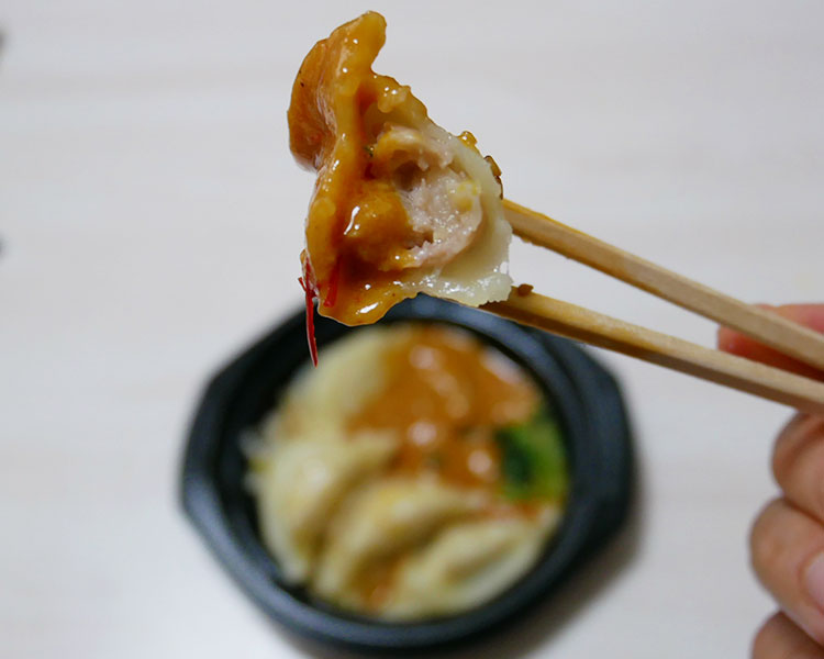 ファミリーマート「ピリ辛だれで食べるもっちり水餃子(360円)」