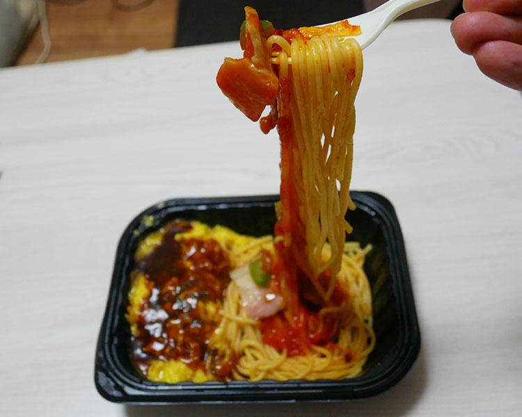 ファミリーマート「冷凍食品 2つの美味しさ デミオムライス&ナポリタン(398円)」