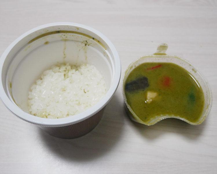 セブンイレブン「ココナッツ香るグリーンカレー(345円)」