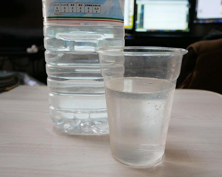 まいばすけっと「天然水(73円)」