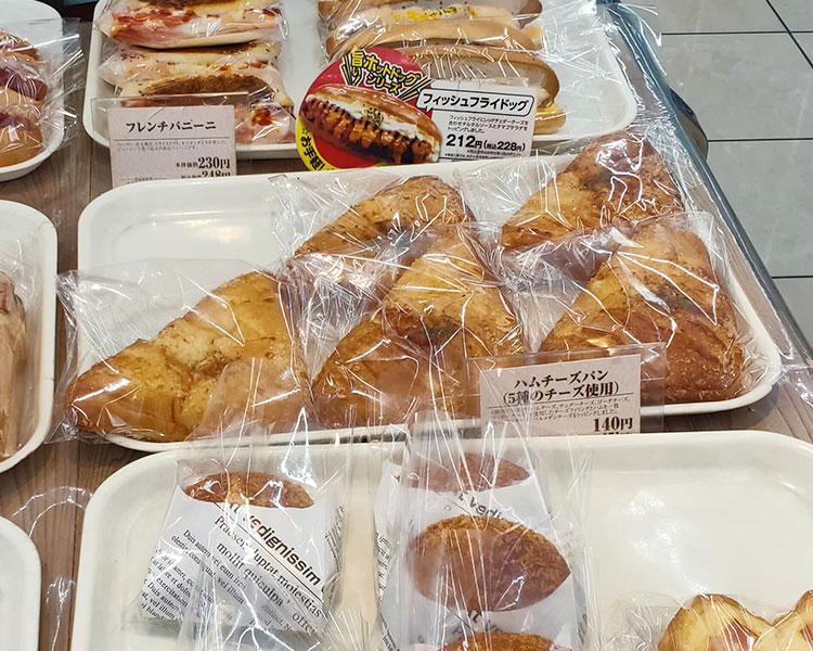 ハムチーズパン[5種のチーズ使用](151円)