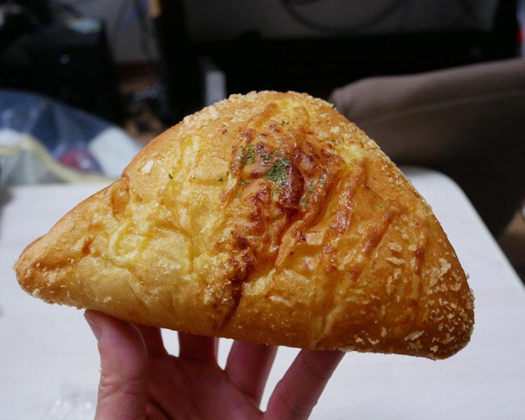 デイリーヤマザキ「ハムチーズパン[5種のチーズ使用](151円)」