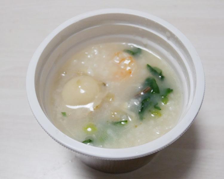 セブンイレブン「丸鶏とホタテのダシで炊いた海鮮中華粥(345円)」