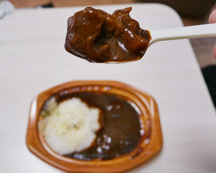 ファミリーマート「やわらかビーフと野菜とけこむ コクが自慢の欧風カレー(498円)」