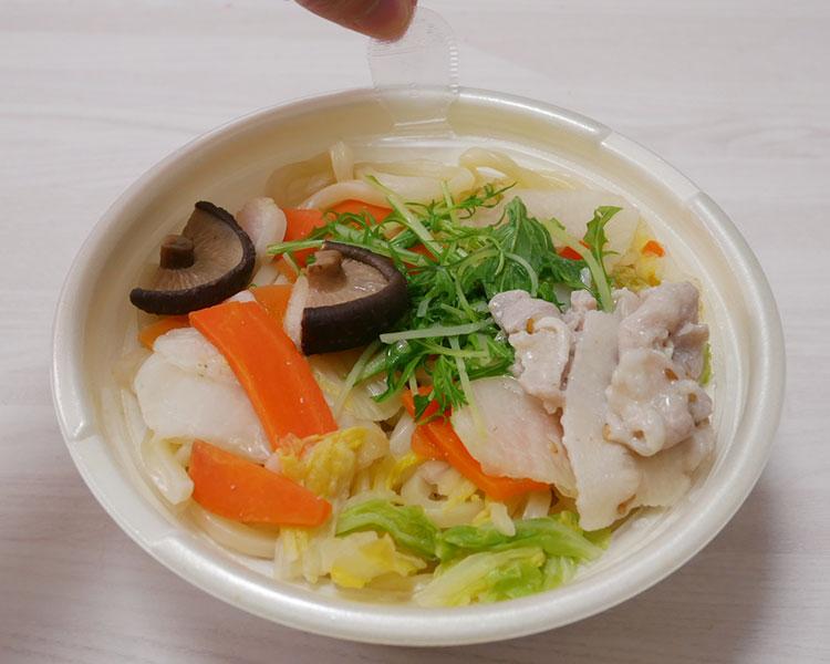 セブンイレブン「1/2日分の野菜 ごま豆乳うどん(550円)」