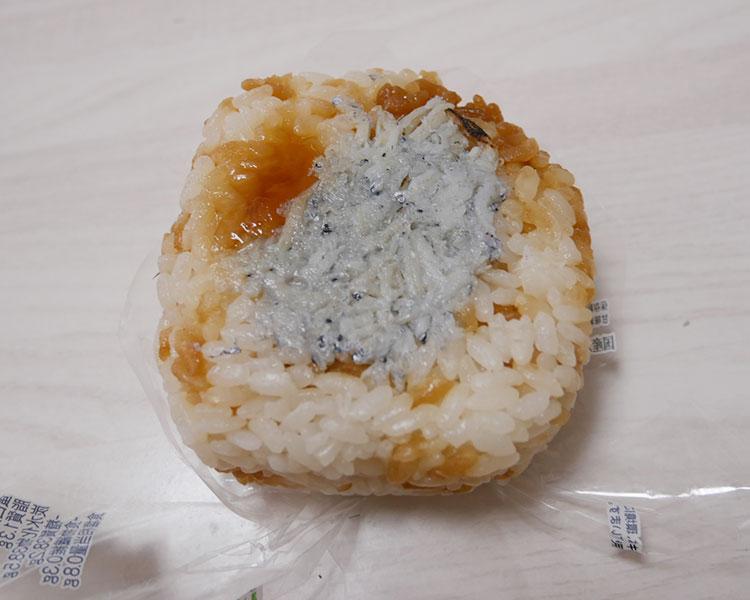 ファミリーマート「焼しらすおむすび(140円)」