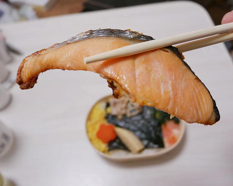 ローソン「IROCORO 鮭の西京焼わっぱ風弁当(530円)」