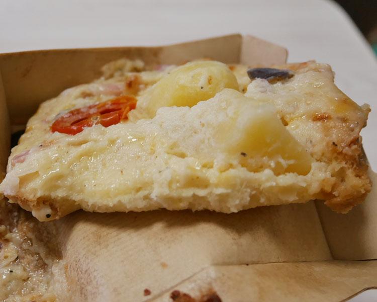 ローソン「6種チーズとごろごろ野菜のオープンサンド(298円)」