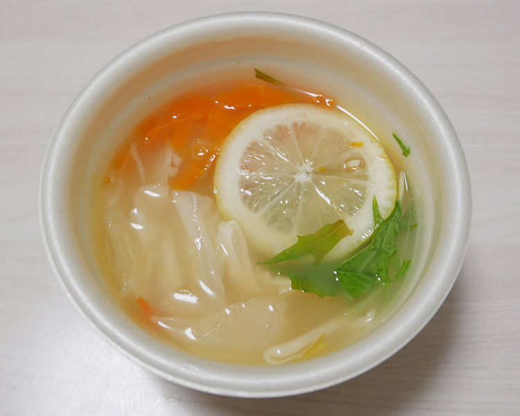 ファミリーマート「蒸し鶏と野菜の塩レモンスープ(320円)」