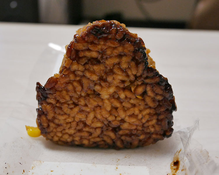 デイリーヤマザキ「香ばしい醤油の焼おにぎり[とうもろこし](127円)」